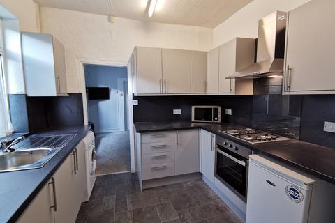 4 bedroom end of terrace house to rent - 29 Lambert Street