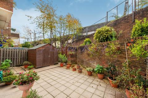 3 bedroom ground floor maisonette for sale - Lipton Road, London