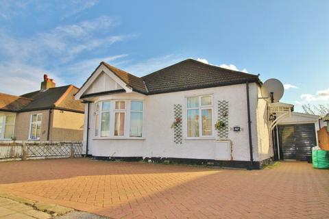 3 bedroom detached bungalow to rent - New North Road, Hainault