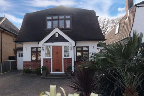 4 bedroom detached house for sale - UN-EXPECTEDLY RE-AVAILABLE - BACKING ONTO BELFAIRS WOODS & GOLF COURSE Woodside, Leigh-On-Sea