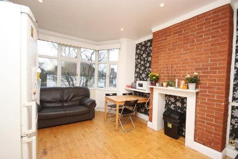 3 bedroom maisonette to rent - Long Drive, East Acton, London, W3 7PL