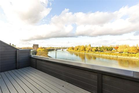 2 bedroom penthouse for sale - Boat Race House, 63 Mortlake High Street, London, SW14