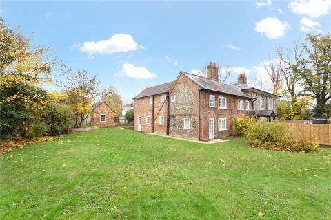 3 bedroom semi-detached house for sale - Woodside Road, Amersham, Buckinghamshire, HP6