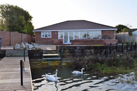 3 bedroom detached bungalow for sale - 67 Southwood Road, HAYLING ISLAND