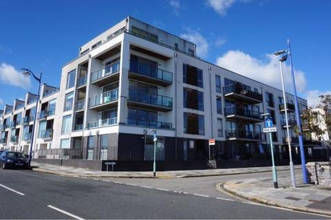 2 bedroom flat for sale - Brittany Street, Millbay, Plymouth. A superb 2 double bedroomed first floor flat in this lovely building with a LIFT.