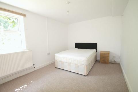 1 bedroom house share to rent - Kingston Lane, Uxbridge, UB8