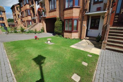 2 bedroom flat to rent - Alexandra Court, Bridlington, East Yorkshire, YO15
