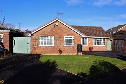 2 bedroom detached bungalow for sale - Holbury