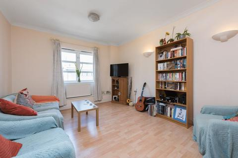 1 bedroom flat to rent - Albany Court, Plumbers Row, London