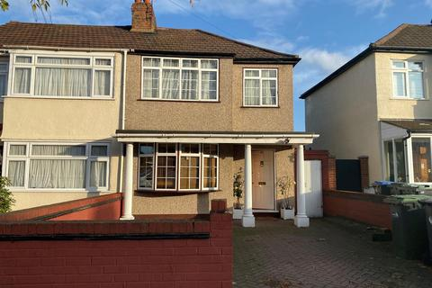 3 bedroom end of terrace house for sale - Winnington Road, Enfield