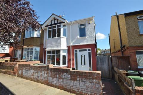 3 bedroom semi-detached house to rent - Colin Road, Close to Town Centre