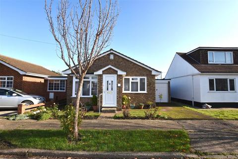 2 bedroom detached bungalow for sale - Keer Avenue, Canvey Island