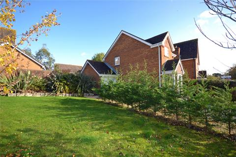 3 bedroom detached house for sale - Vitre Gardens, Lymington, Hampshire, SO41