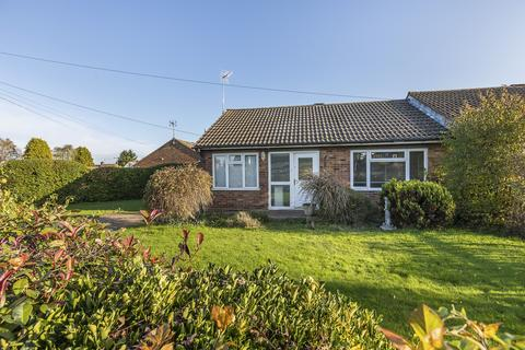 2 bedroom bungalow for sale - Pancroft, Romford, RM4