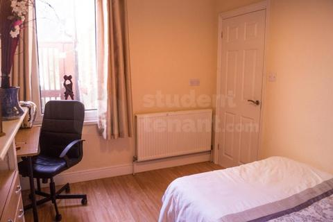 4 bedroom house share to rent - Crown Street
