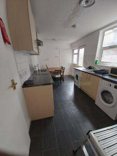 4 bedroom house share to rent - James Street