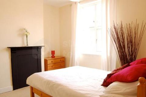 4 bedroom house share to rent - MOSTYN ROAD