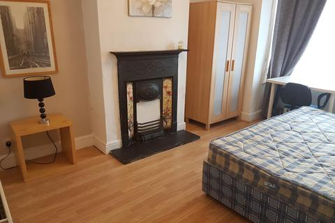 3 bedroom house share to rent - CASTLE AVENUE