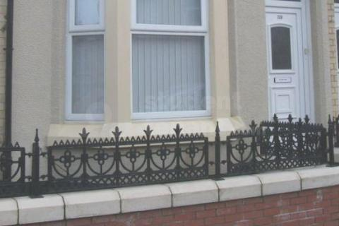 4 bedroom house share to rent - SAXONY ROAD