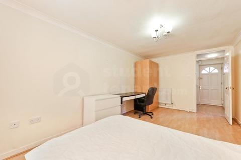 4 bedroom house share to rent - Hobill Walk