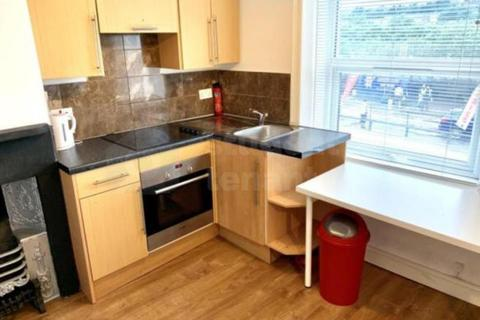 1 bedroom house share - 595 Manchester Road