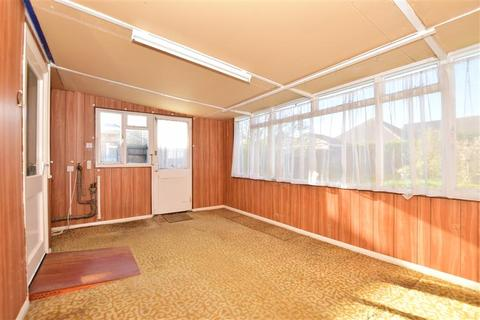 2 bedroom detached bungalow for sale - Kemp Road, Whitstable, Kent