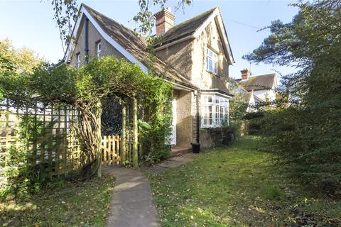 3 bedroom detached house to rent - Silverdale Road, Wargrave, Reading, Berkshire, RG10