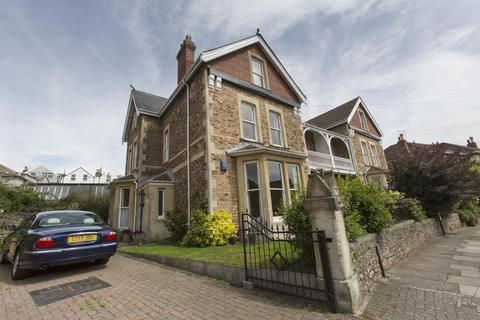 2 bedroom flat to rent - Hurle Crescent, Clifton