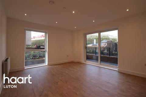 2 bedroom flat to rent - Ellesmere Court, Luton Airport