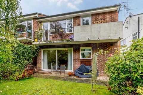 2 bedroom maisonette to rent - Dale View, Woking, GU21