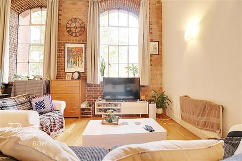 2 bedroom flat to rent - Manhattan Building, Bow Quarter, E3
