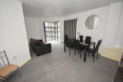 2 bedroom apartment to rent - Quinney Crescent, Manchester, M16 7DD