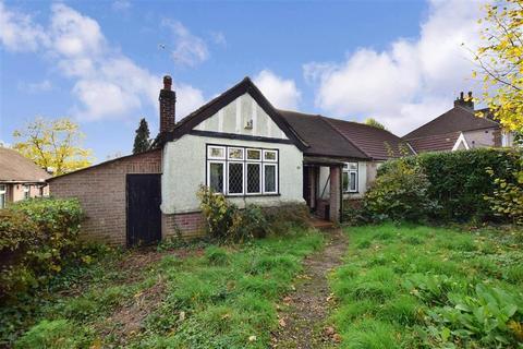 3 bedroom semi-detached house for sale - Eversley Avenue, Bexleyheath, Kent