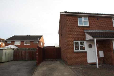 2 bedroom end of terrace house to rent - Harrier Close, Lee On The Solent