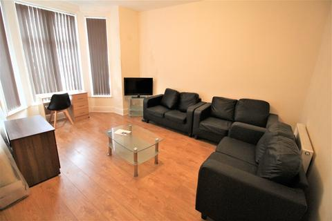 6 bedroom terraced house to rent - Great Cheetham Street West, Salford