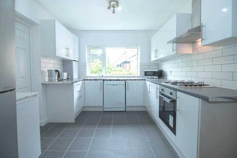6 bedroom house to rent - Derby Road, Manchester