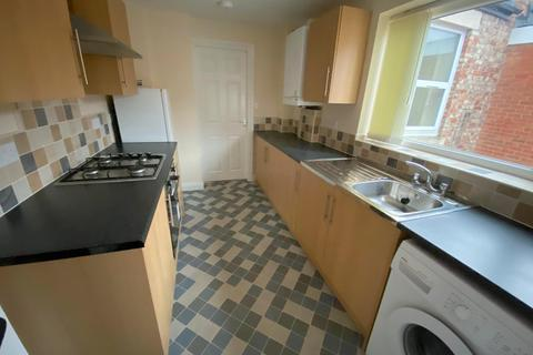 2 bedroom maisonette to rent - Tamworth Road