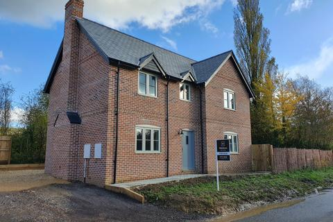 3 bedroom detached house for sale - The Street