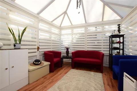 3 bedroom semi-detached house for sale - Campden Crescent, Dagenham, Essex