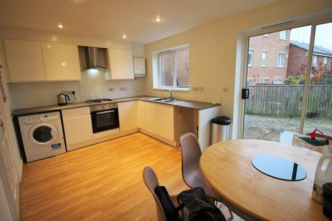4 bedroom terraced house to rent - Renforth Close, St. James Village, Newcastle Upon Tyne, NE8 3JF