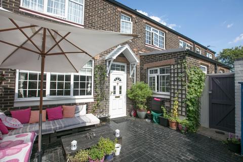 3 bedroom semi-detached house for sale - Deventer Crescent East Dulwich SE22