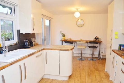 3 bedroom end of terrace house for sale - Forest Road, Romford