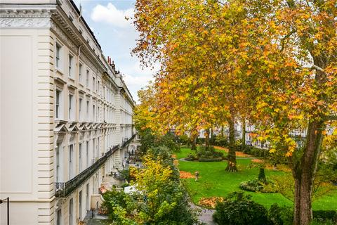 2 bedroom flat to rent - Princes Square, London