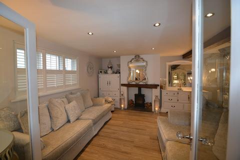 3 bedroom cottage to rent - Walton Road, Stockton Heath, Warrington