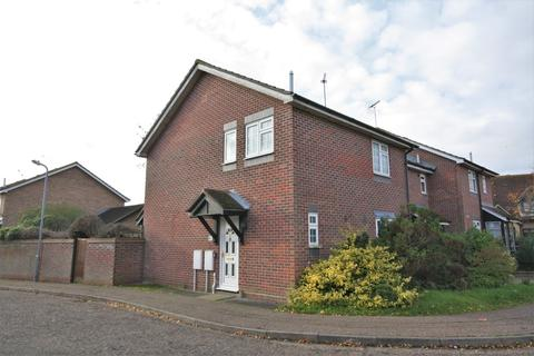 3 bedroom end of terrace house to rent - Camelot Close, Chelmsford