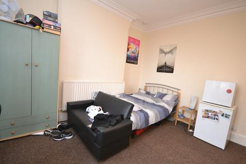 Studio to rent - Students 2020/2021 - Bills included - Park Road, Nottingham