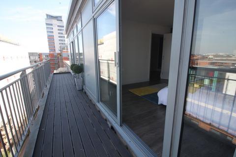 2 bedroom penthouse to rent - Islington Gates, 12 Fleet Street