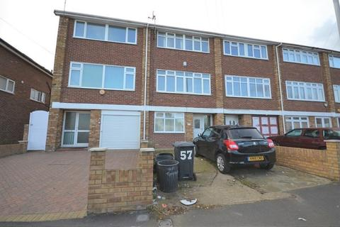 4 bedroom townhouse to rent - Tomswood Hill, Ilford