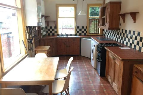 4 bedroom terraced house to rent - College Avenue, Leicester, Leicestershire