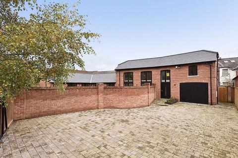 4 bedroom coach house for sale - Willow Tree Road, Altrincham
